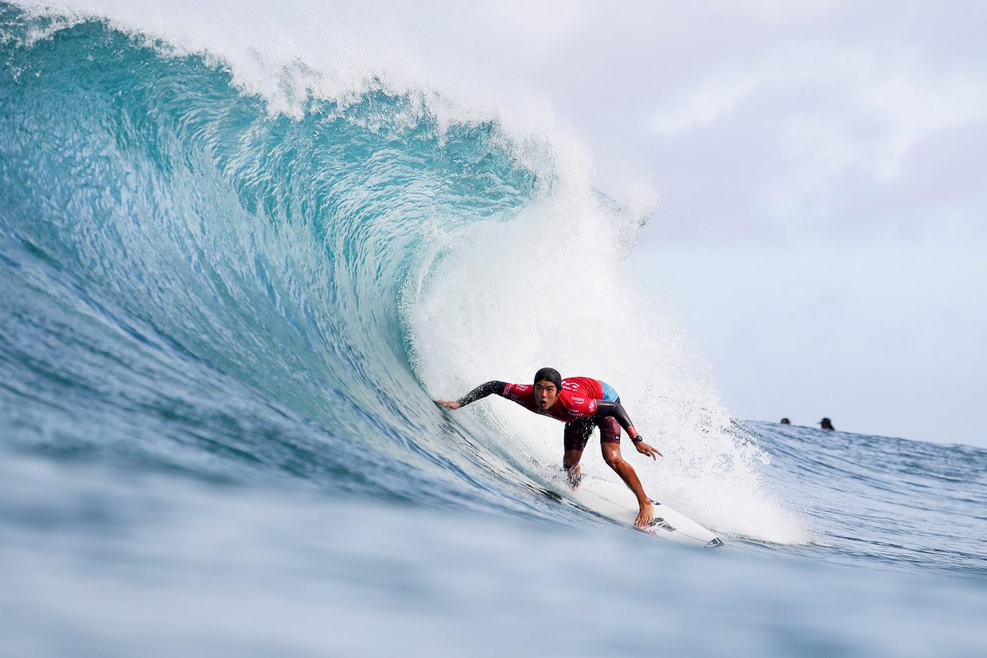 五十嵐カノアがサーフィン界の最高峰の コンテスト、パイプマスターズでファイナリストとなる